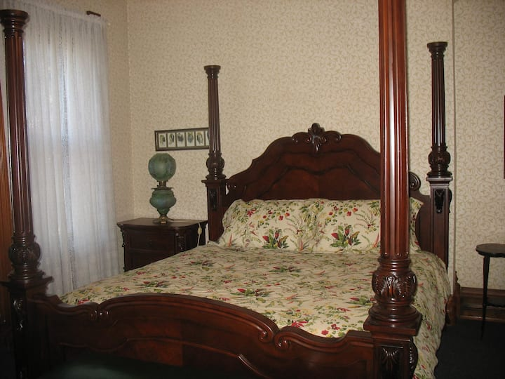 The Grand Kerr House - Benjamin's Room