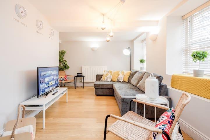 Cosy Private 2 bed apartment near River