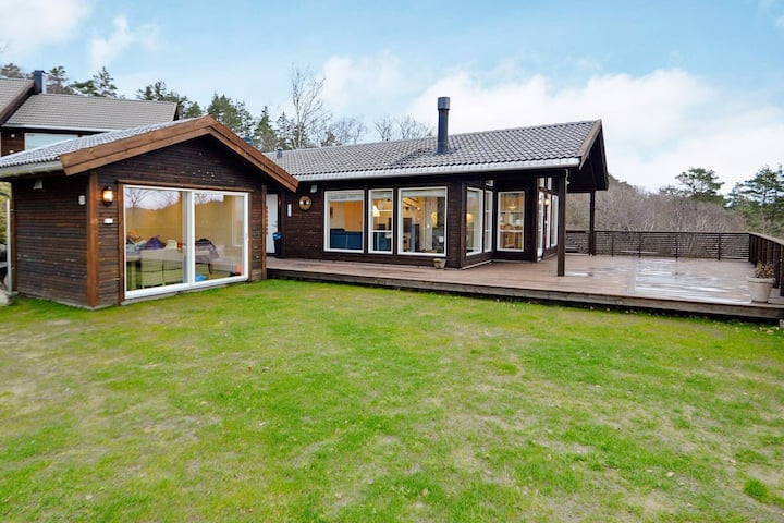 9 person holiday home in LYNGDAL