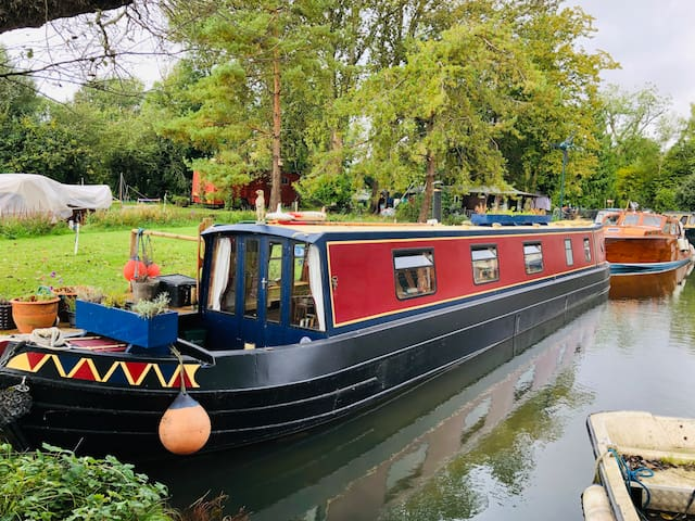 Cosy narrowboat | Quiet location | river view