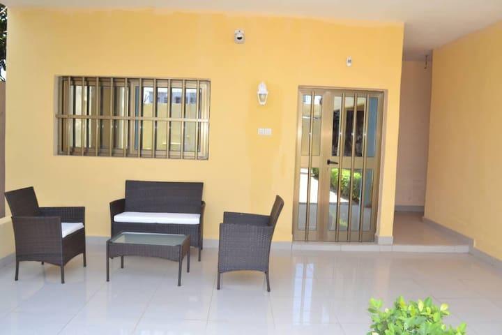 Villa meublée de standing à louer à Avédji Lomé