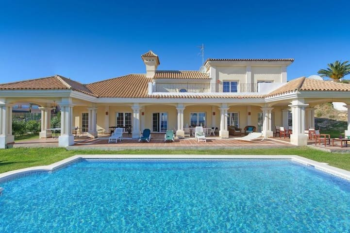 Fabulous 5 bed Private Pool Sea View Walk to Beach
