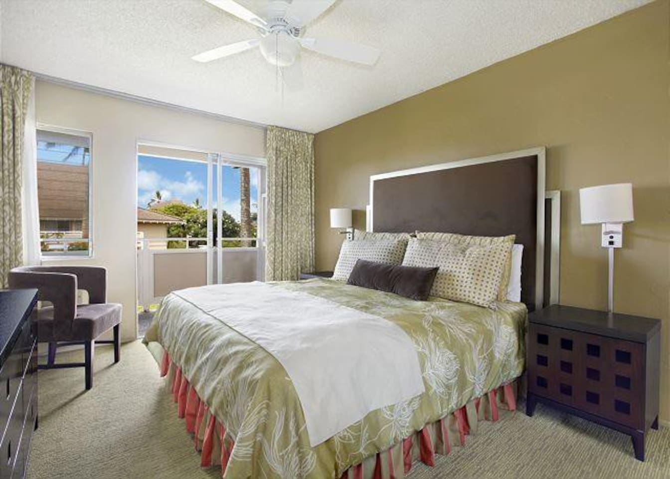 Heavenly king size bed in bright, spacious bdrm with patio doors to lanai