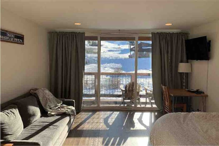 Studio with a view of Tahoe Donner Downhill Ski