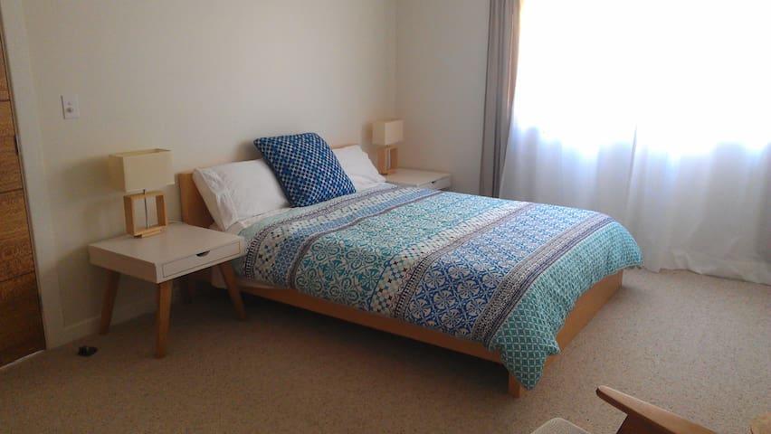 Bedroom with queen bed, quiet and super comfy!