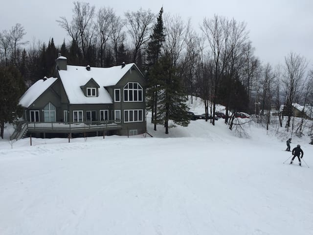 Beautiful Ski-in Ski-out on Mont St-Sauveur - Saint-Sauveur - Cabin