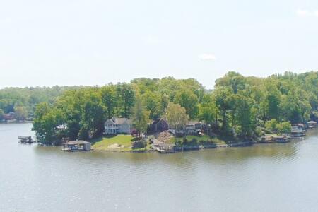 $98-298 Lakefront HotTub BoatLift Dock KayaksCanoe