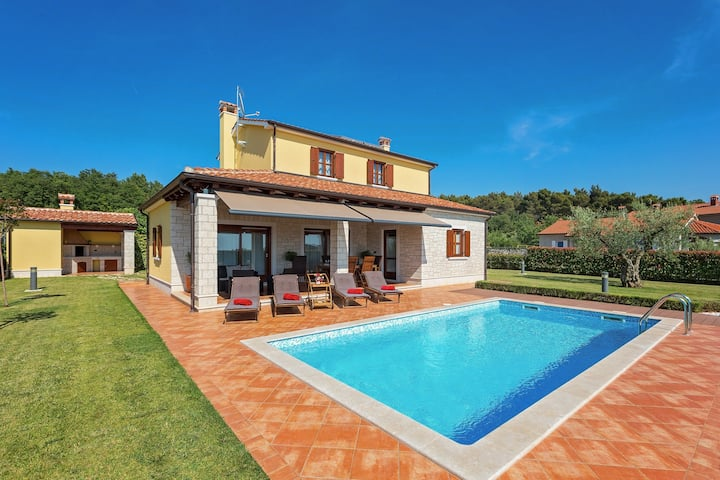Villa Fontanella with swimming pool