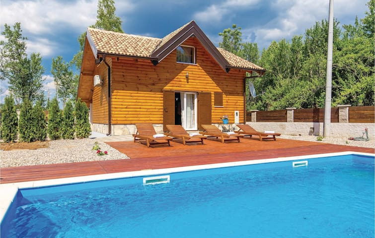 Holiday cottage with 2 bedrooms on 60 m² in Raduc