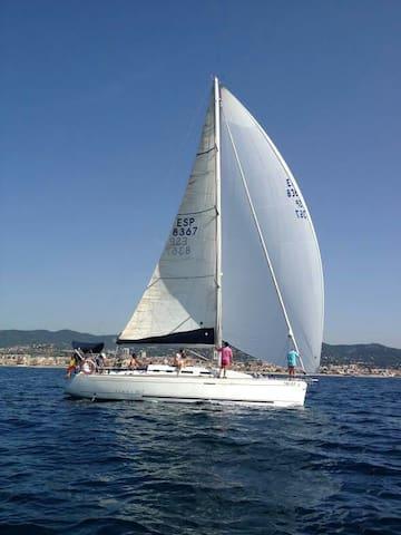 40 ft yacht in Olimpic Marina - Barcelona, Catalunya,  - Båt