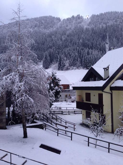 Vista dal balcone d'inverno. View from the front balcony in the winter.