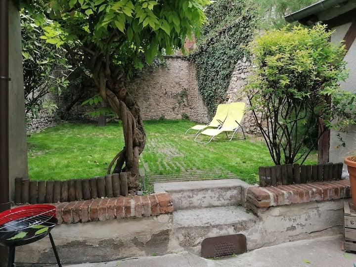 Studio unique hypercentre d'Orléans + jardin