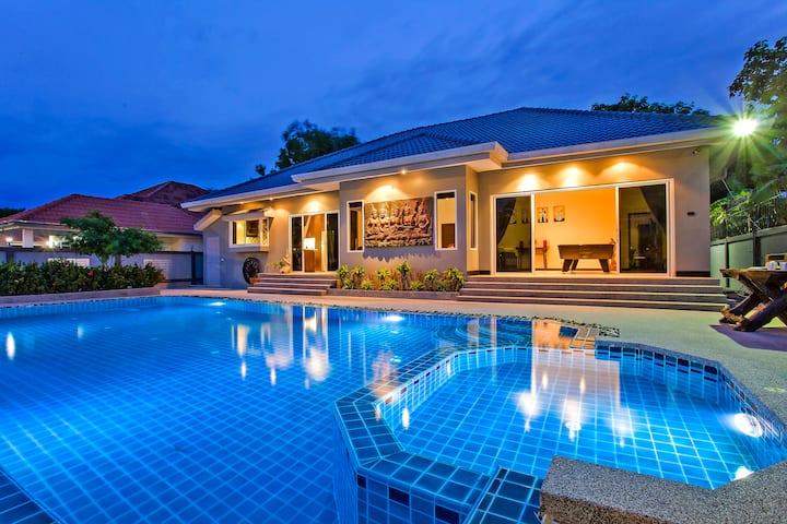 Baan Kinaree | Amazing 5 bed pool villa in Jomtien