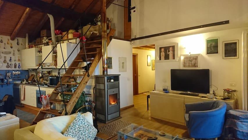 Ampio appartamento in corte vista lago - Erba - Apartment