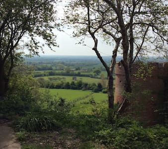 STUNNING VIEWS, converted barn. - Maidstone - Hus
