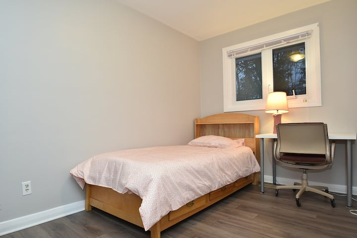 Ottawa/Nepean Private Room 6 (book at least 30 d)