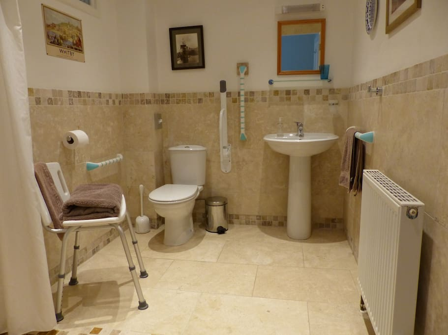 Wheelchair accessible wetroom