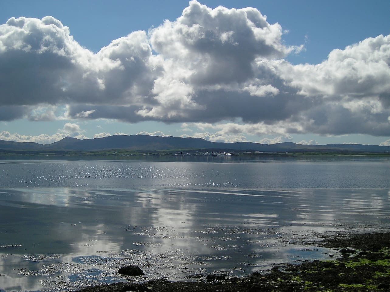 Bowmore across Lochindaal