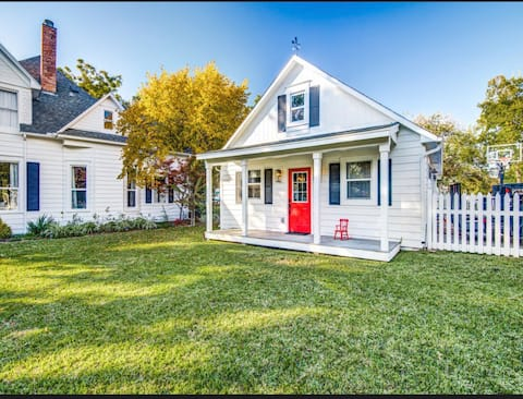 Cottage in the heart of historic downtown Frisco