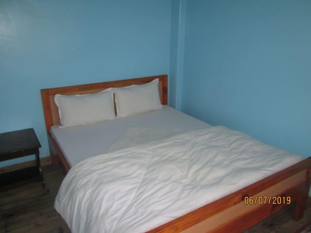 Quiet, Cozy Private Room Near the Jungle  (105)