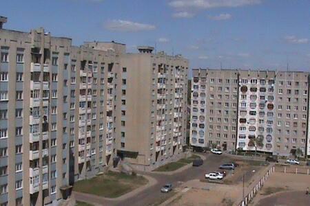 Уютная квартира на сутки и более - Rečyca - Flat