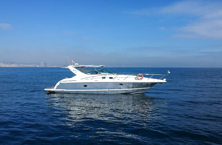 Luxury yacht to spend a unique night in Barcelona