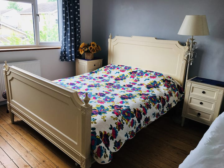 Spacious Double room in a 4 beds house