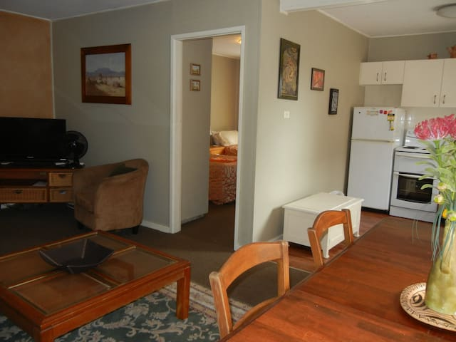 AUSSIE OUTBACK SPACIOUS INNER CITY UNIT WIFI