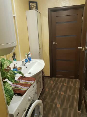 Отдельная комната в доме, недалеко от центра