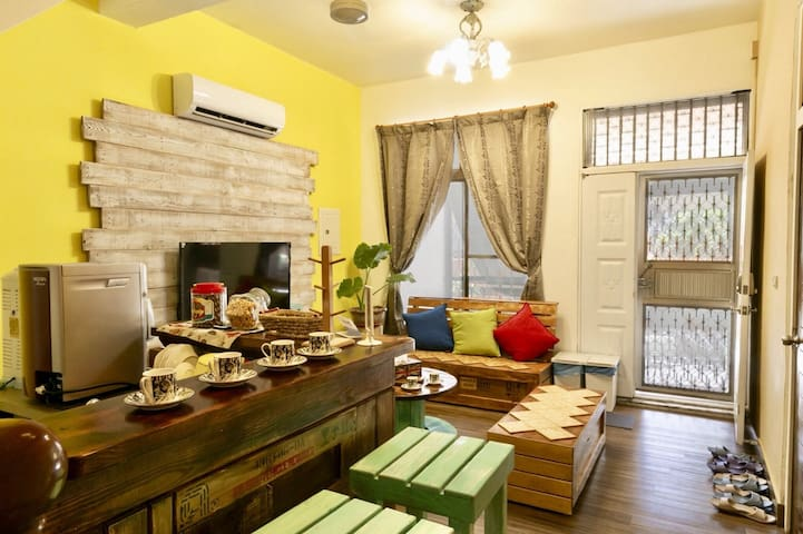 """""""Tainan Stay 108"""" family Style living area, 2-4ppl"""
