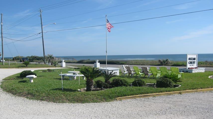 Comfy Ocean Crest Motel