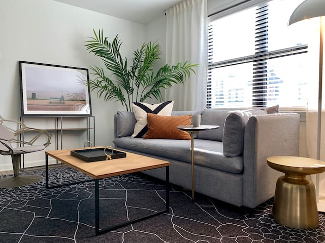 Hip Urban Designer Apartment | Free Parking