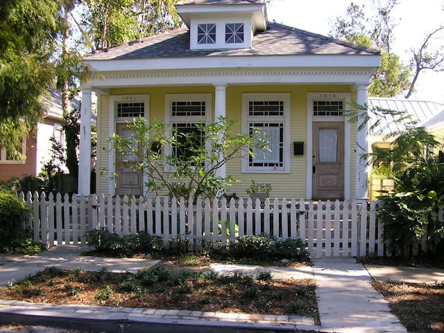NOLA CREOLE COTTAGE by the STREET CAR LINE
