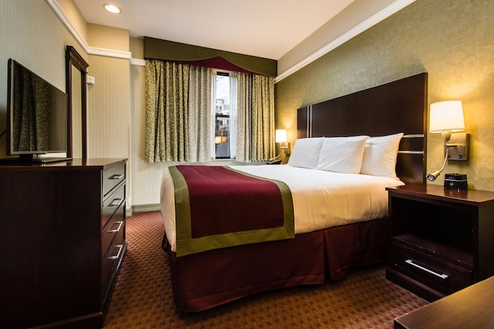 The Hotel @ Times Square, Queen Bed