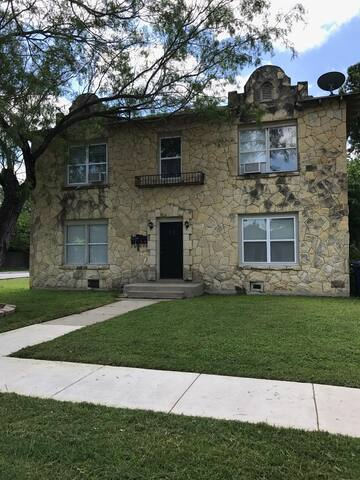Casa Tejas at Woodlawn Lake unit #4 - San Antonio - Apartment