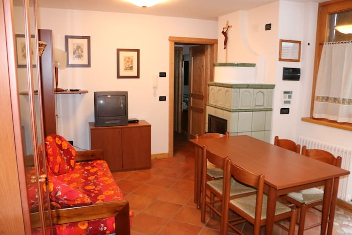 """Holiday apartment """"Maso Noce"""" with mountain view and close to the ski lifts; Pets allowed at extra charge"""
