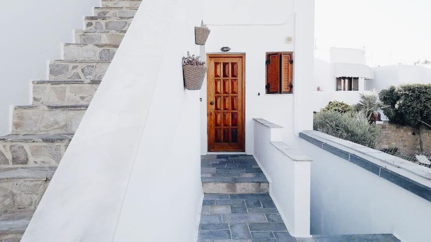 Cozy Beach Apartment in Paros (Parikia)