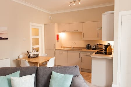 West River Apartment, City Centre with parking - Inverness