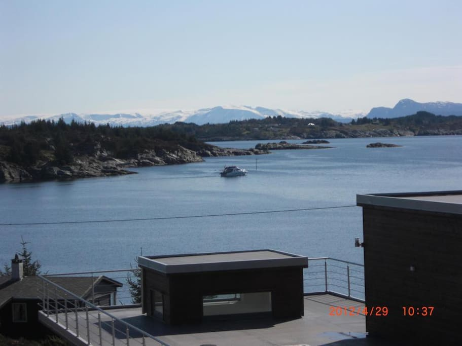View, mountains in Hardanger