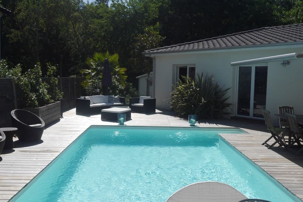 Grande maison familiale moderne avec piscine maisons for Piscine municipale st medard en jalles
