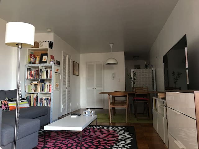 """Living room with 40"""" TV"""