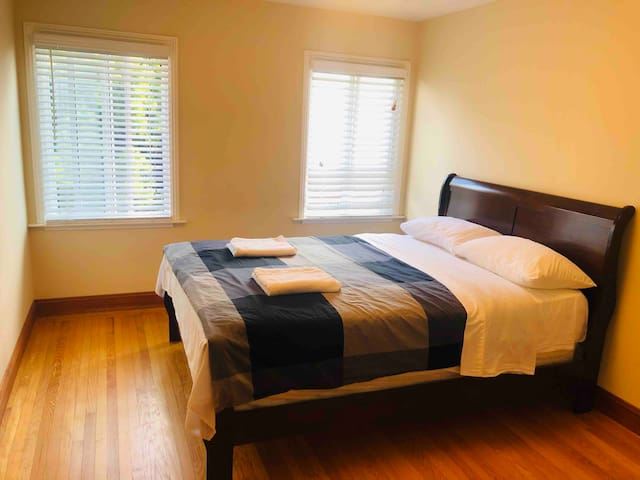 Private and large room near SFO