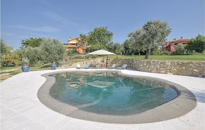 Holiday cottage with 4 bedrooms on 250m² in Fara in Sabina