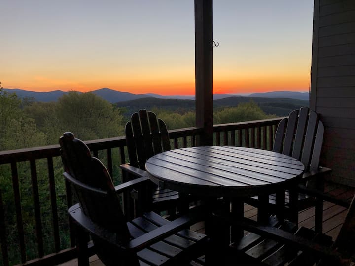 2 BR/2 Bath-Hot Tub-Amazing Sunset-Deck/Fireplace