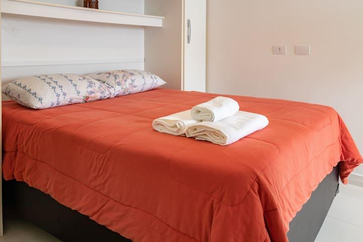 Suíte 4 com ar condicionado (cama de casal, cama de solteiro, colchão de solteito e berço)