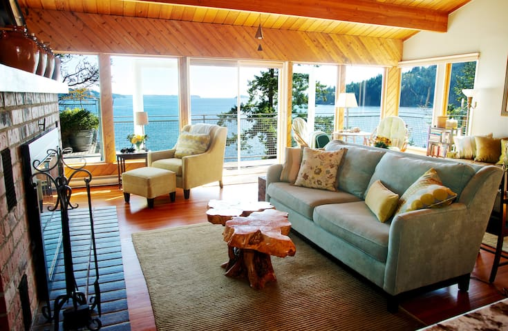 Lazy Bowen Hideaway ~ Waterfront Spectacular Views - Bowen Island - Casa