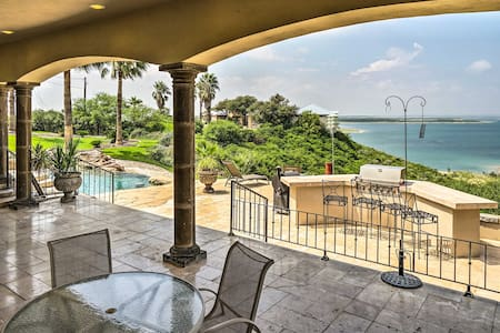 Luxury Del Rio Home w/Pool & Lake Views!