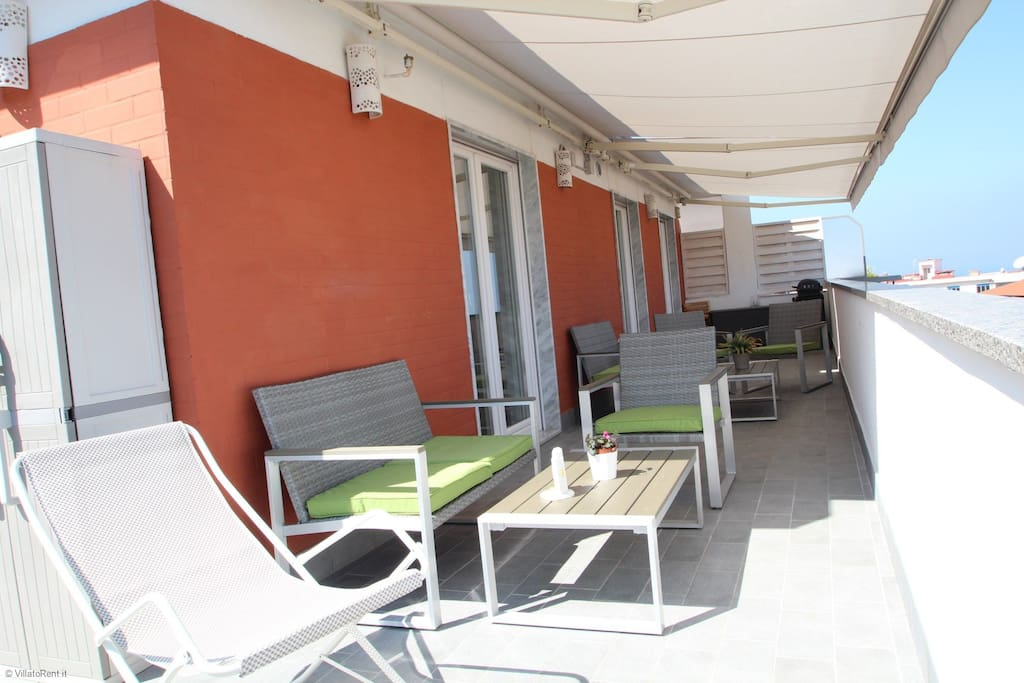 Fully equipped terraces of 110 sq maters with BBQ