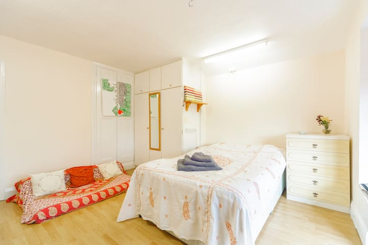 Spacious room in Georgian House in a Market Town - Grantham - Dům