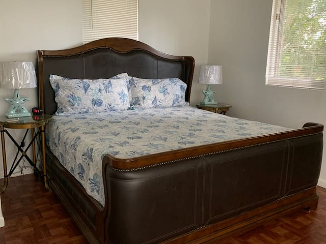 PERFECT GETAWAY-Close To Beach & Downtown St Pete!